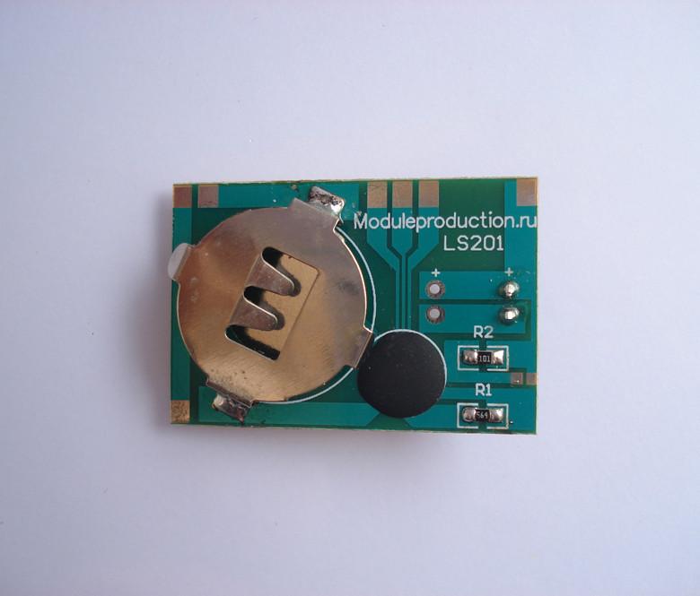 Модуль с мигающим светодиодом на плате с питанием от одной батарейки